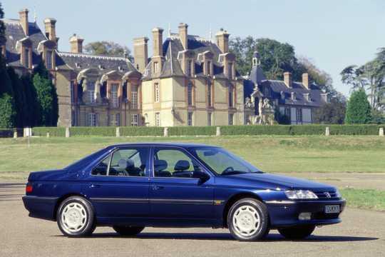 Front/Side  of Peugeot 605 1997