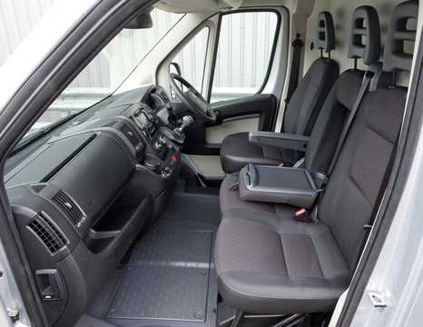 Interiör av Peugeot Boxer Crew Van 2015