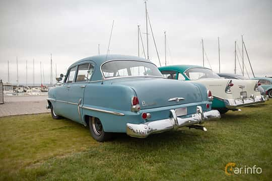 Bak/Sida av Plymouth Savoy 4-door Sedan 3.6 Manual, 102ps, 1954 på Veteranbilsträff i Vikens hamn  2019 Maj