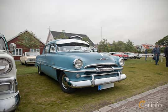 Fram/Sida av Plymouth Savoy 4-door Sedan 3.6 Manual, 102ps, 1954 på Veteranbilsträff i Vikens hamn  2019 Maj