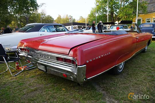 Back/Side of Pontiac Bonneville Convertible 6.4 V8 Hydra-Matic, 329ps, 1965 at Onsdagsträffar på Gammlia Umeå 2019 vecka 35