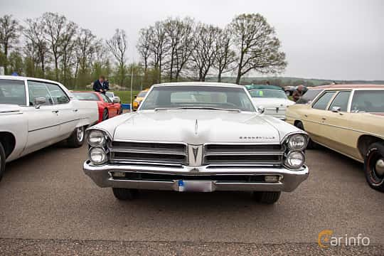 Front  of Pontiac Bonneville Convertible 6.4 V8 Hydra-Matic, 329ps, 1965 at Lucys motorfest 2019