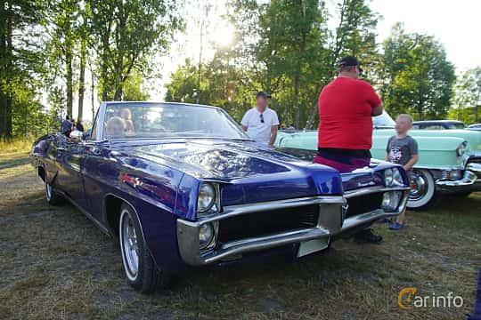 Front/Side  of Pontiac Bonneville Convertible 6.6 V8 Hydra-Matic, 269ps, 1967 at Onsdagsträffar på Gammlia Umeå 2019 vecka 30