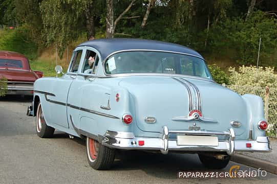 Back/Side of Pontiac Chieftain 4-door Sedan 4.4 Hydra-Matic, 120ps, 1953