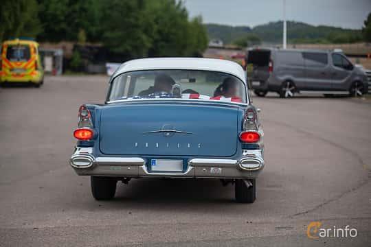 Back of Pontiac Chieftain 4-door Sedan 5.7 V8 Hydra-Matic, 256ps, 1957 at Wheels & Wings 2018