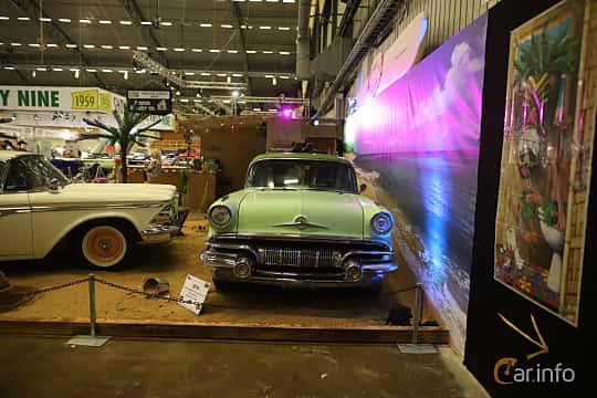 Fram av Pontiac Chieftain 4-door Safari 5.7 V8 Hydra-Matic, 256ps, 1957 på Bilsport Performance & Custom Motor Show 2019