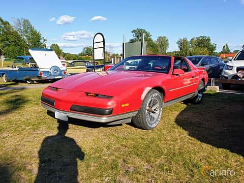 Front/Side  of Pontiac Firebird 2.8 V6 Automatic, 135ps, 1989 at Fordonsträffar i Flen v.30 / 2019