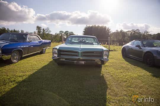 Fram av Pontiac Star Chief Sedan 6.4 V8 Hydra-Matic, 256ps, 1966 på Bil & Mc-café vid Tykarpsgrottan v.33 (2017)