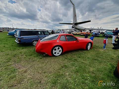 Back/Side of Porsche 924 1979 at Old Car Land no.1 2019