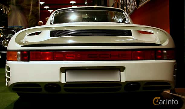 Back of Porsche 959 2.8 4 Manual, 450ps, 1987