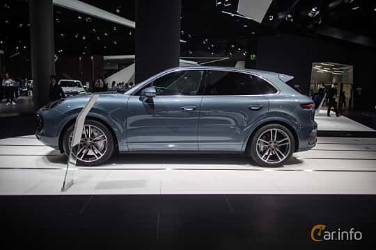 Side  of Porsche Cayenne Turbo 4.0 V8 4 TipTronic S, 550ps, 2018 at IAA 2017