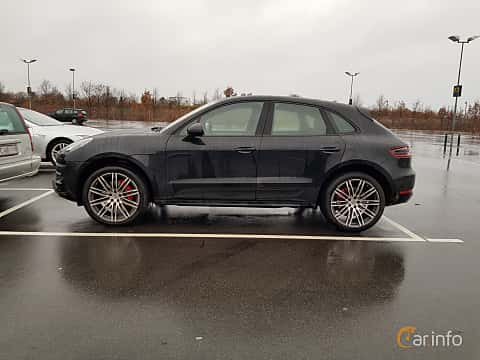 Side  of Porsche Macan Turbo 3.6 V6 4 PDK, 400ps, 2017