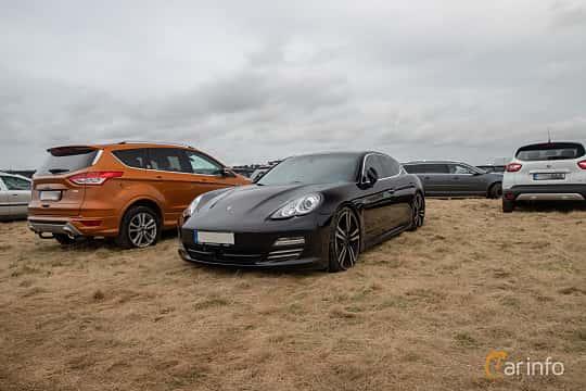 Fram/Sida av Porsche Panamera 4S 4.8 V8 4 PDK, 400ps, 2010 på Vallåkraträffen 2019