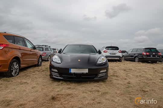Fram av Porsche Panamera 4S 4.8 V8 4 PDK, 400ps, 2010 på Vallåkraträffen 2019