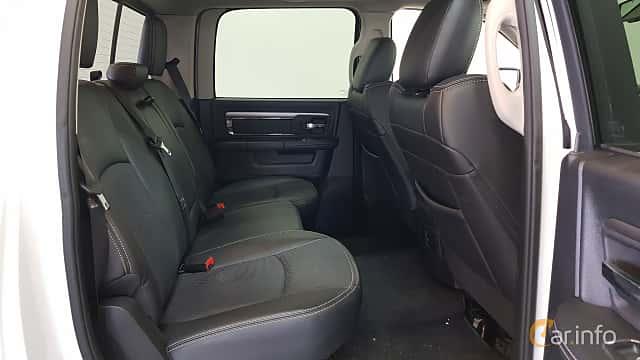 Interior of RAM 1500 Crew Cab 5.7 V8 HEMI 4WD TorqueFlite, 396ps, 2014