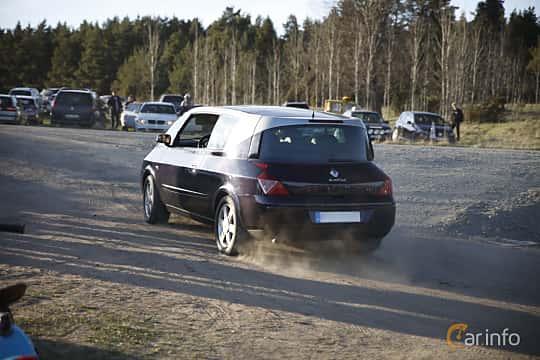 Back/Side of Renault Avantime 3.0 V6 Manual, 207ps, 2002 at Motorträffar på Nifsta Gård (v.18 2016)