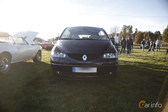 Front  of Renault Avantime 3.0 V6 Manual, 207ps, 2002 at Motorträffar på Nifsta Gård (v.18 2016)