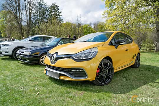 Front/Side  of Renault Clio RS 1.6 TCe EDC, 200ps, 2014 at Fest För Franska Fordon  på Taxinge slott 2019