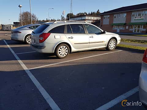 Side  of Renault Laguna Grandtour 2.0 Automatic, 135ps, 2002