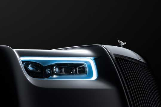 Close-up of Rolls-Royce Phantom EWB 6.7 V12 Automatic, 571hp, 2018
