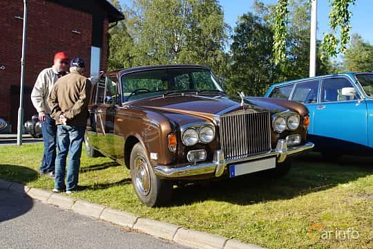Front/Side  of Rolls-Royce Silver Shadow 4-door 6.8 V8 Automatic, 200ps, 1974 at Onsdagsträffar på Gammlia Umeå 2019 vecka 27