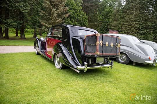 Back/Side of Rolls-Royce Silver Wraith 4.3 Manual, 137ps, 1951 at Rolls-Royce och Bentley, Norrviken Båstad 2019