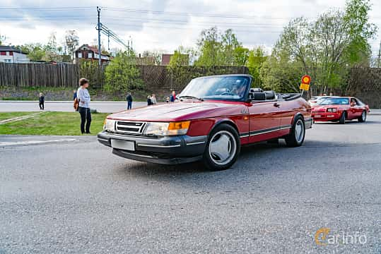 Front/Side  of Saab 900 Convertible 2.0 Manual, 160ps, 1990 at Vårcruising Järna 2019