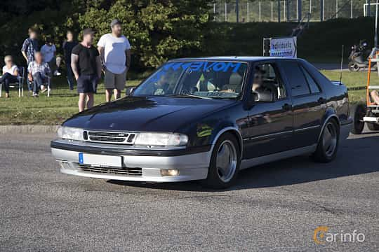 Fram/Sida av Saab 9000 CS 2.3 Turbo Manual, 200ps, 1994 på Halmstad By Night 2017