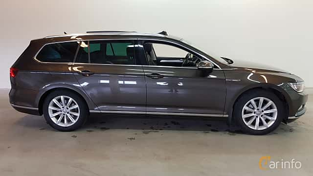 Side  of Volkswagen Passat Variant 2.0 TDI SCR BlueMotion 4Motion DSG Sequential, 190ps, 2015