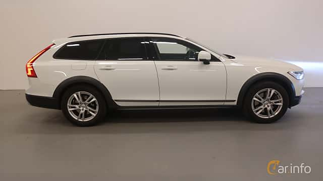 Side  of Volvo V90 Cross Country 2.0 D4 AWD Geartronic, 190ps, 2018