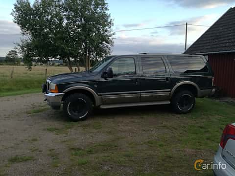 Side  of Ford Excursion 6.8 V10 4x4 Automatic, 314ps, 2001
