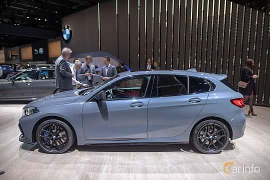Sida av BMW M135i xDrive  Steptronic, 306ps, 2020 på IAA 2019