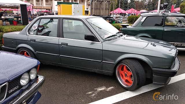 Side  of BMW 3 Series 4-door Sedan 1988 at Old Car Land no.2 2018
