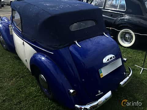 Bak/Sida av Skoda Popular 1100 OHV Convertible 1.1 Manual, 30ps, 1939 på Old Car Land no.1 2019