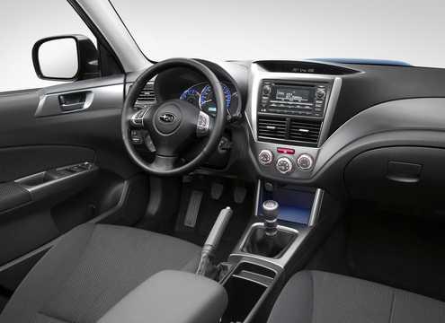 Interiör av Subaru Forester 2011