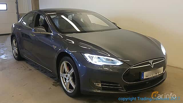 Front/Side  of Tesla Model S P85 85 kWh Single Speed, 421ps, 2014