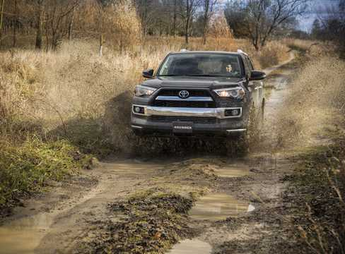 Front  of Toyota 4Runner 4.0 V6 Automatic, 270hp, 2014