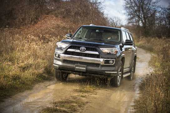Front/Side  of Toyota 4Runner 4.0 V6 Automatic, 270hp, 2014