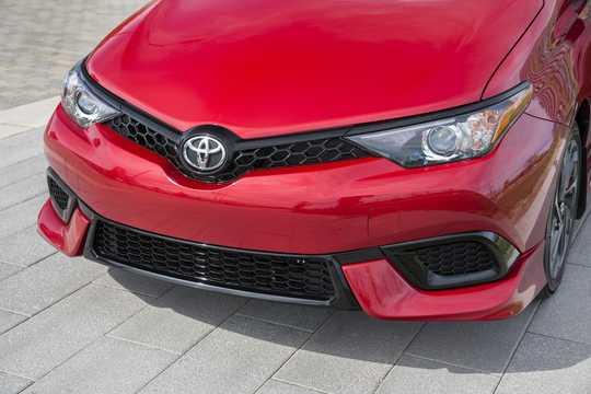 Close-up of Toyota Corolla iM 1.8 CVT, 137hp, 2017