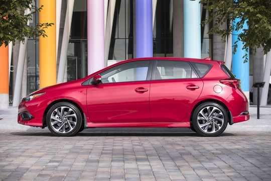 Side  of Toyota Corolla iM 1.8 CVT, 137hp, 2017