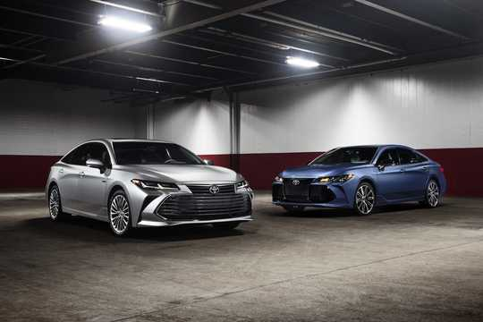 Front/Side  of Toyota Avalon 3.5 V6 Automatic, 304hp, 2019