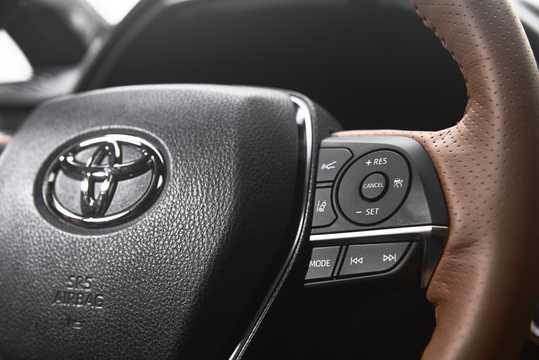 Interior of Toyota Avalon 3.5 V6 Automatic, 304hp, 2019