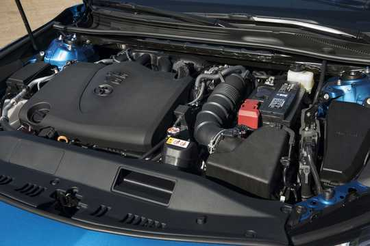 Engine compartment  of Toyota Camry 3.5 V6 Automatic, 301hp, 2018