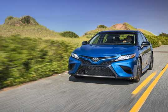 Front/Side  of Toyota Camry 3.5 V6 Automatic, 301hp, 2018