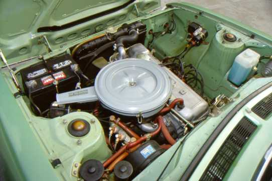 Engine compartment  of Toyota Celica Coupé 1971