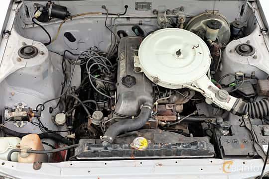 Engine compartment  of Toyota Celica 2.0 Manual, 105ps, 1982