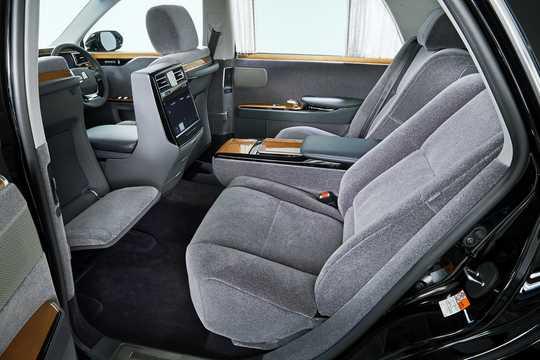 Interior of Toyota Century 5.0 V12 CVT, 431hp, 2018