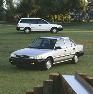 Front/Side  of Toyota Corolla Sedan 1989