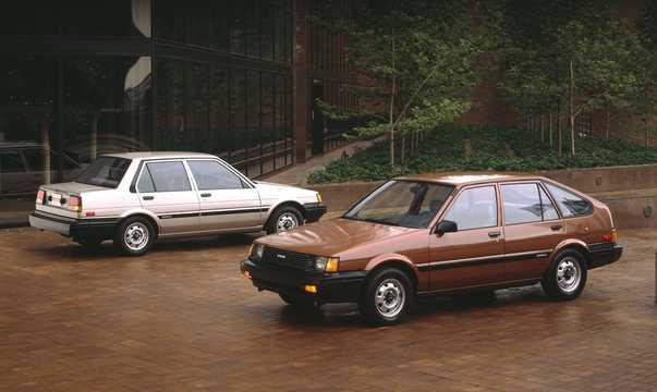 Front/Side  of Toyota Corolla 5-door Liftback 1985