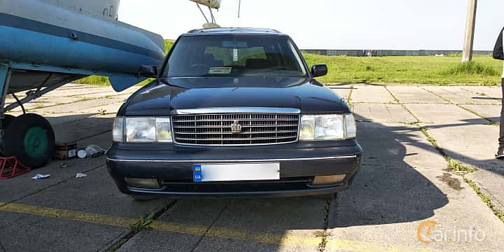 Front  of Toyota Crown Wagon 2.5 Automatic, 180ps, 1995 at Old Car Land no.1 2019